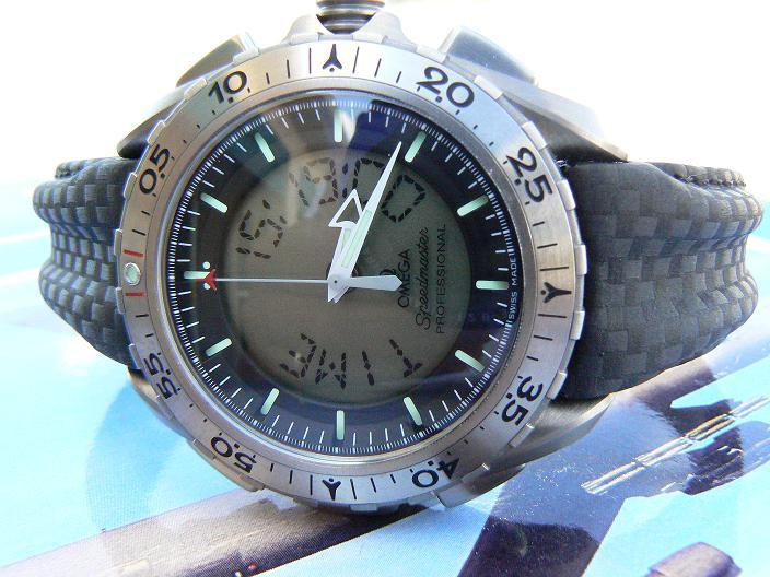 Gen 2 X-33 on the original version Omega double-ridged black Kevlar strap. This double-ridged design was subsequently replaced by the now more common flat design seen above. Photograph courtesy of ancaru30