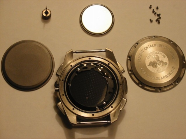 Caseback, dustcover, and battery removed. Photograph courtesy of Frank_be