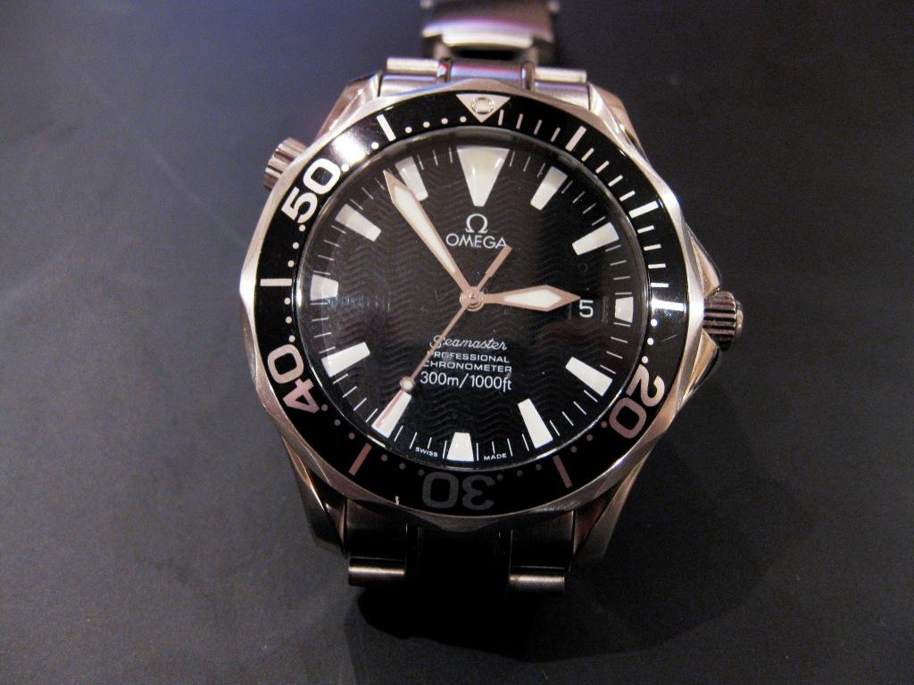 UK Special Forces Special Air Service Communicator Seamaster Dial. Aside from the special caseback, appears identical to regular production SeMP 2254.50.00