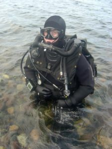 British Royal Navy Clearance Diver wearing CDLSE Clearance Diver Life Support Equipment mixed gas rebreather system. Photo: MoD
